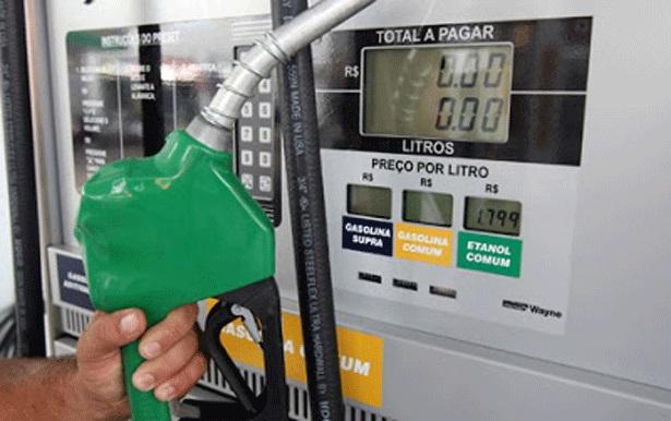 Petrobras reajusta gasolina em 7,6% e aumento vale a partir da terça-feira