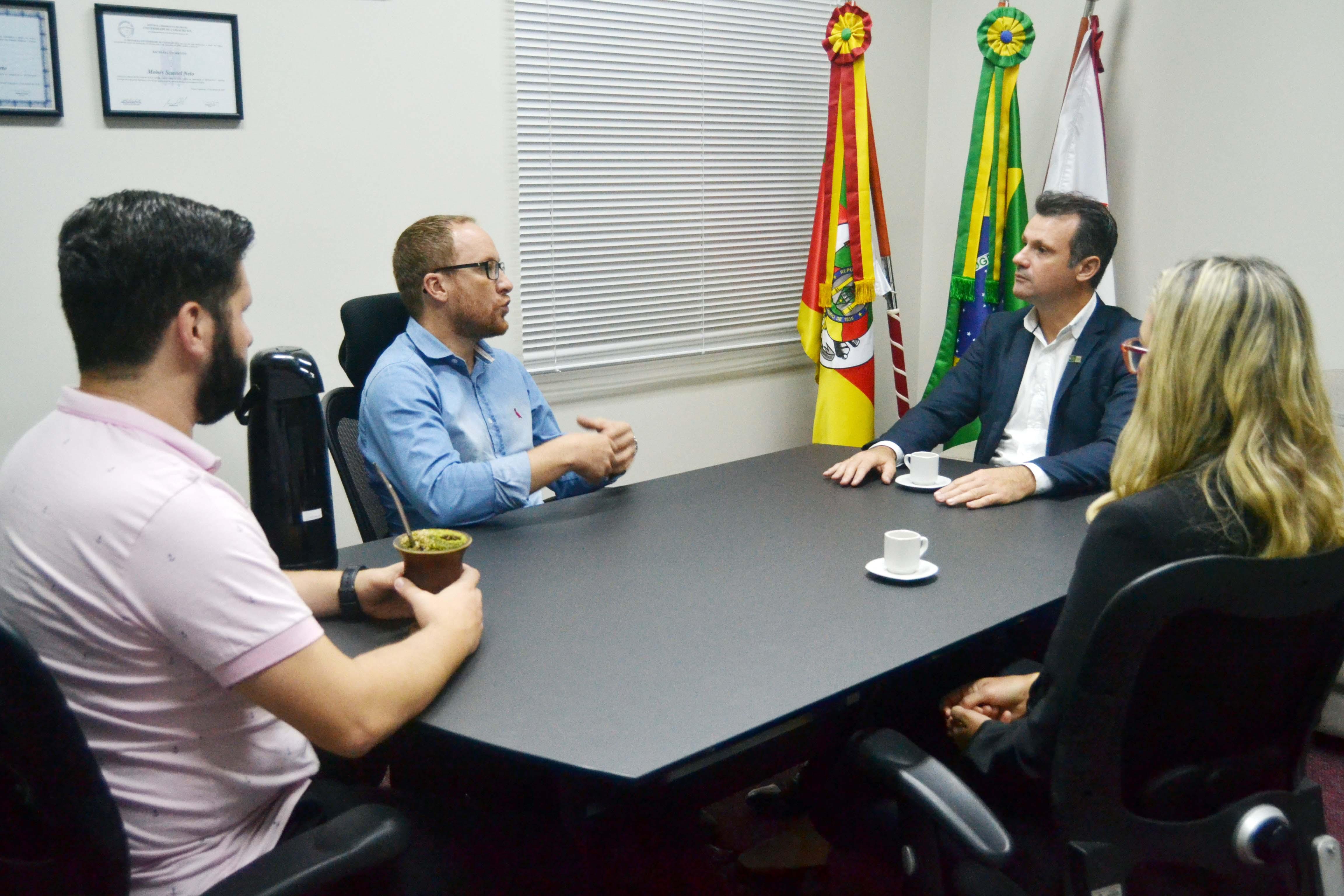 Presidente do CIC visita Câmara de Bento em aproximação com o Legislativo
