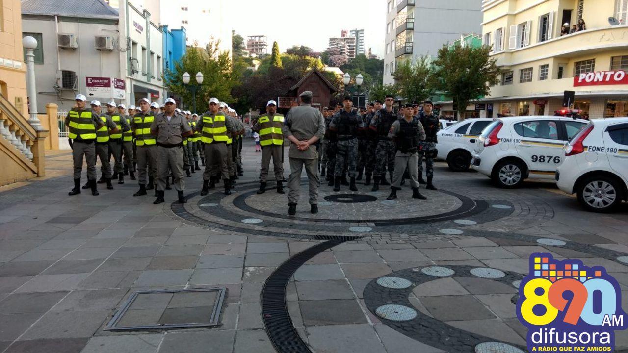 Novos alunos soldados participam do policiamento ostensivo em Bento neste final de semana