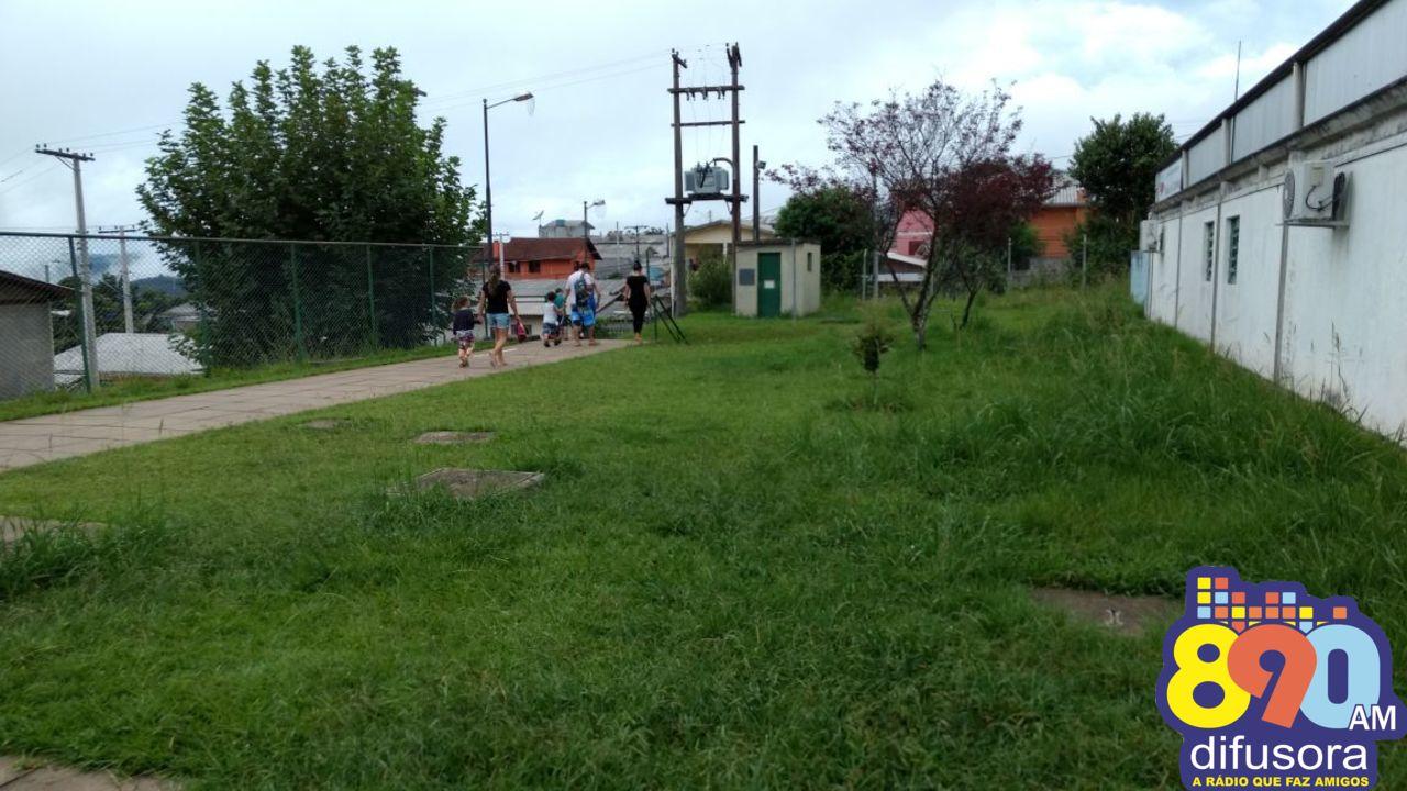 Escolas do bairro Zatt recebem mutirão de limpeza em Bento