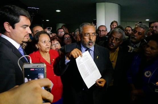 Paim protocola pedido de CPI da Previdência com 50 assinaturas