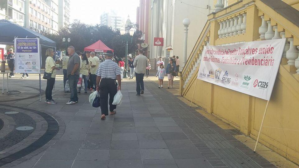Sindicatos se reúnem no centro de Bento contra a reforma da previdência