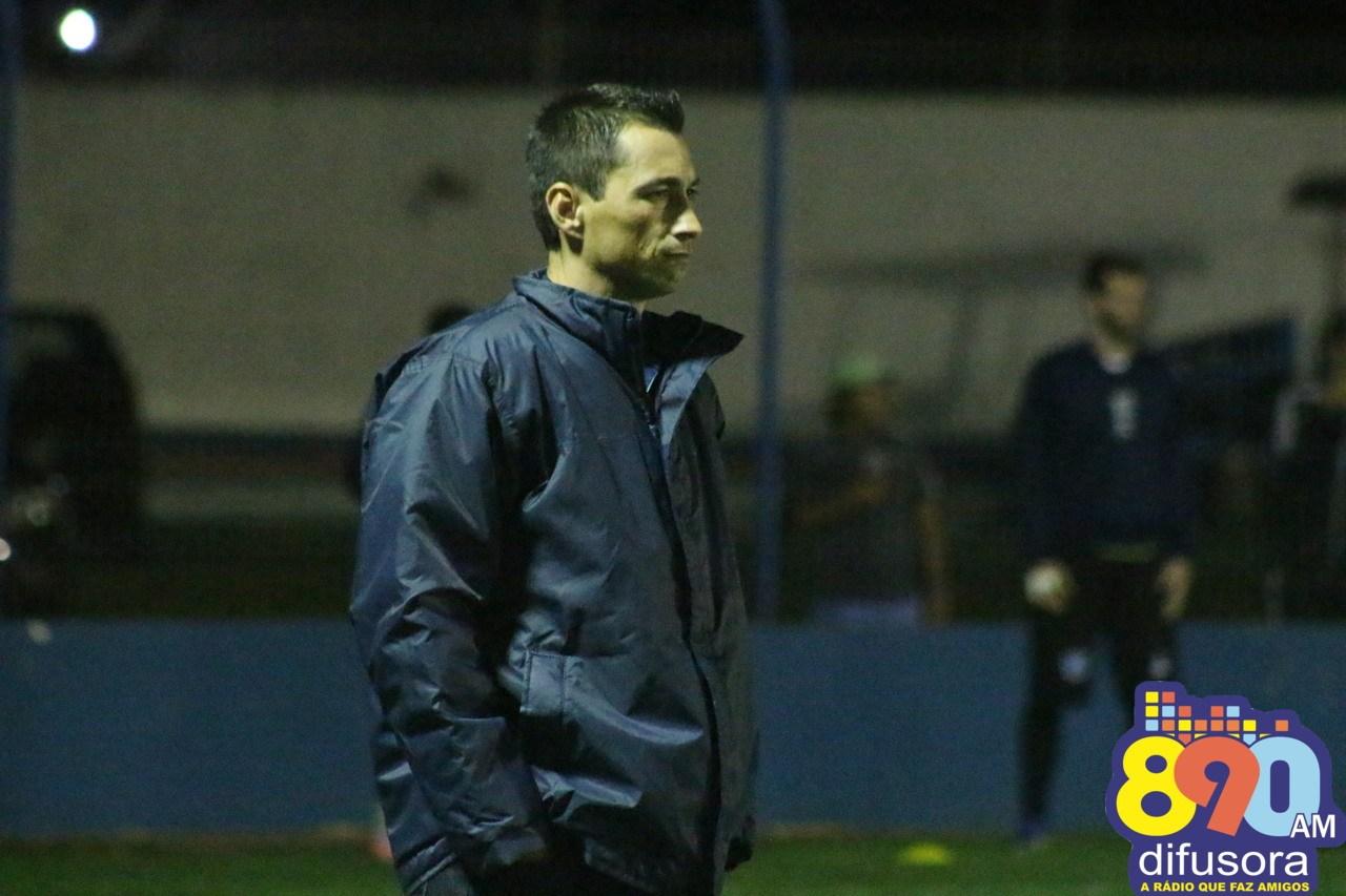 Alex Xavier comanda o Esportivo até o final de março