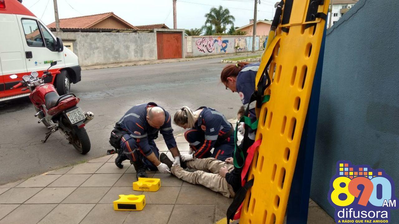 Jovens ficam feridos depois de acidente entre moto e carro no São Roque em Bento