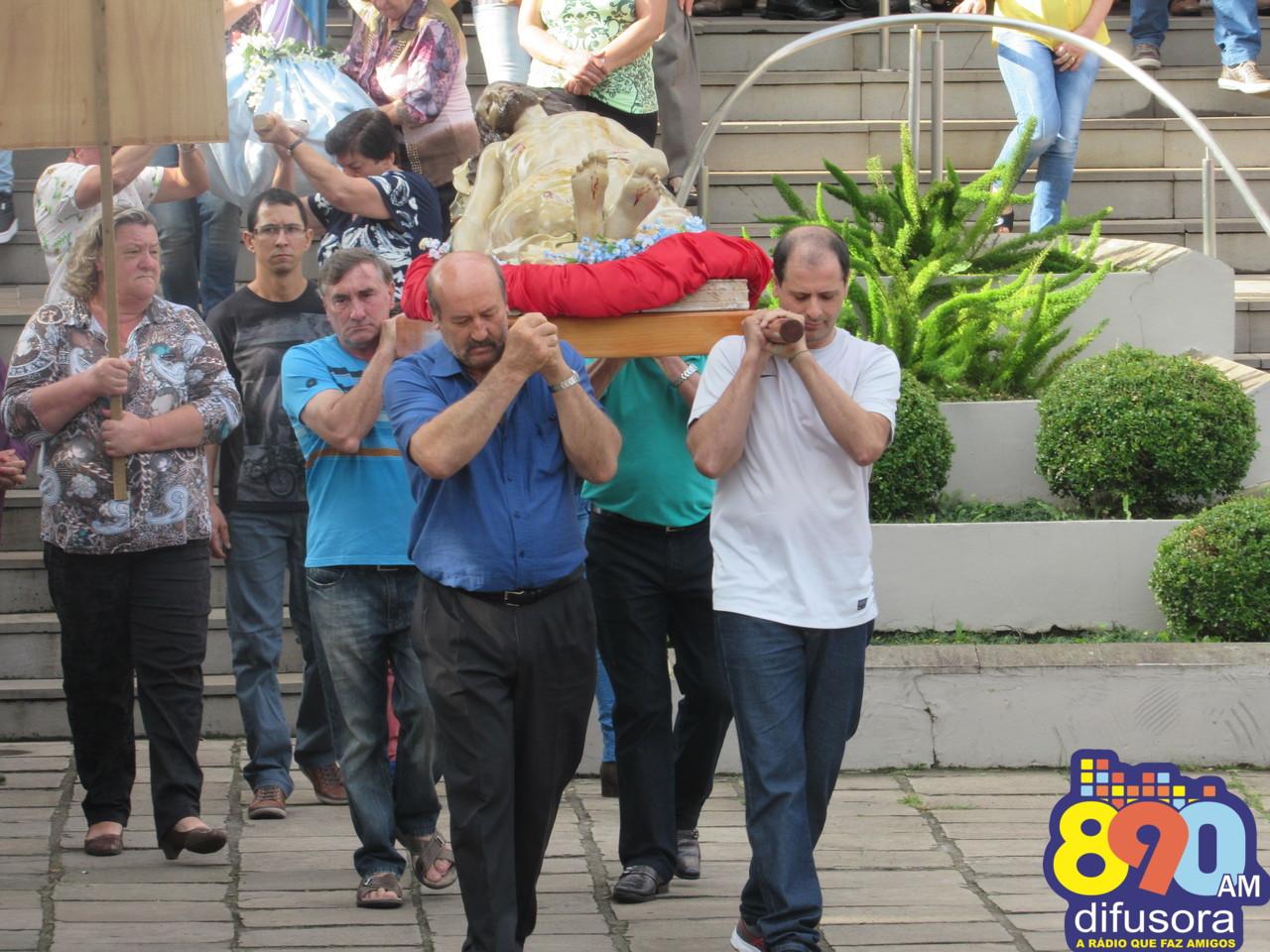 Fiéis da comunidade São Roque participam de Procissão na Sexta Santa em Bento