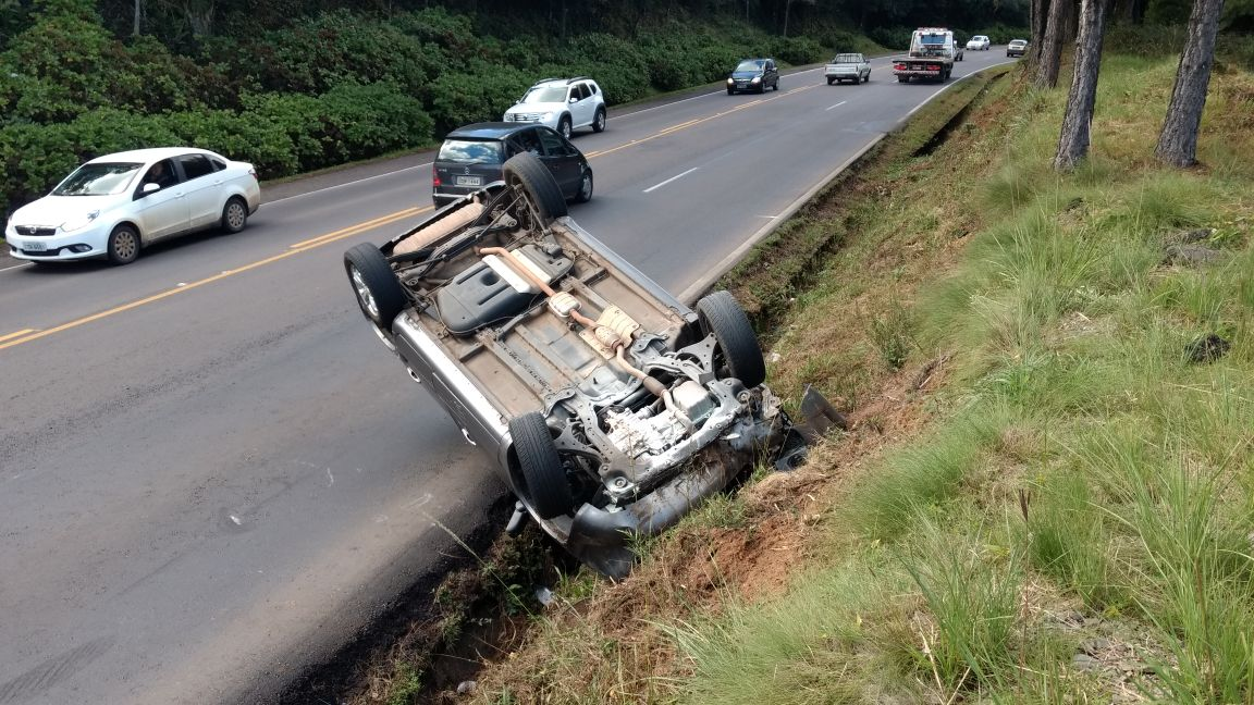 Mulher fica levemente ferida em acidente na BR-470