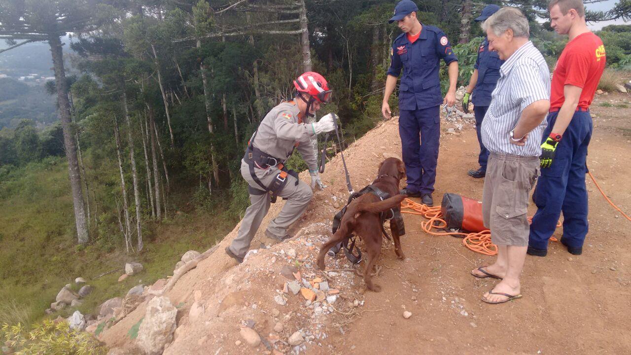 Bombeiros de Bento realizam treinamento de resgate de animais