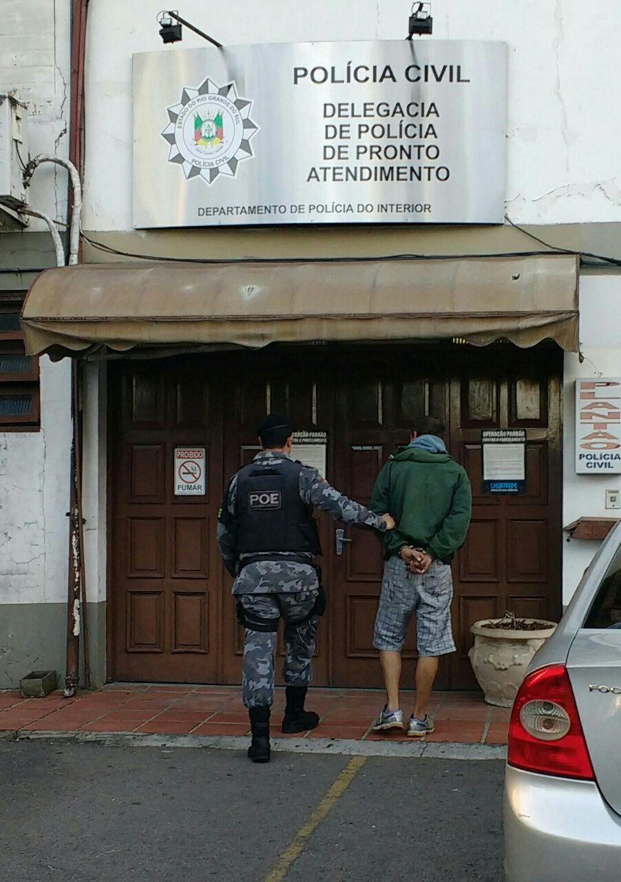 Homem preso por extorquir vítima de assalto em Bento