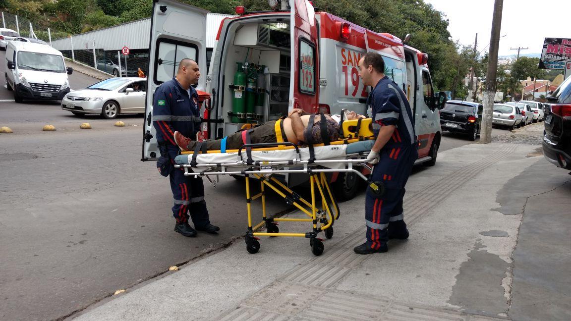 Homem fica ferido ao ser atingido por caminhão desgovernado em Bento