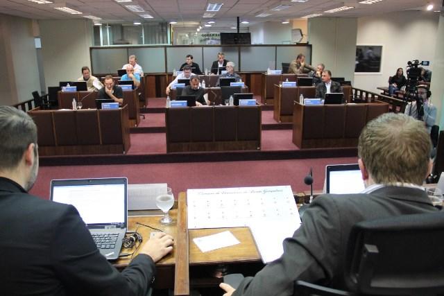 Vereadores de Bento votam nesta segunda pedido de impeachment do prefeito Pasin