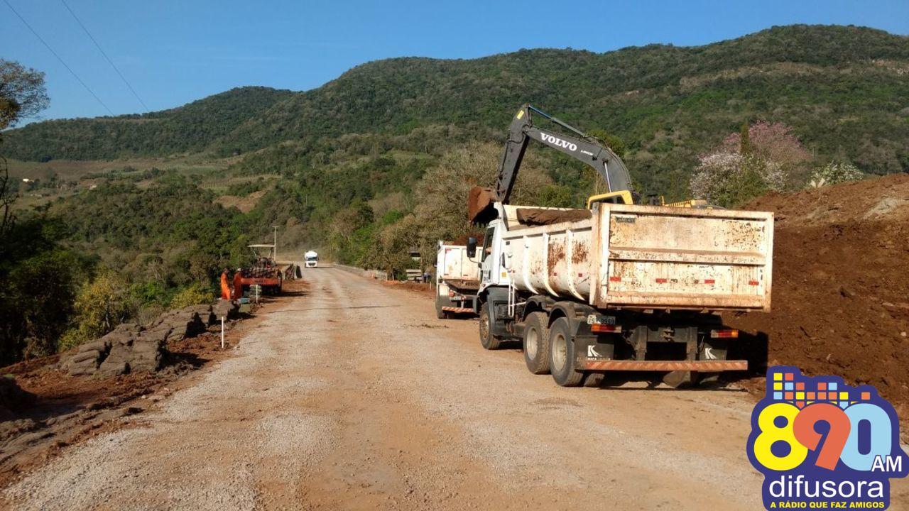 Prosseguem obras nas cabeceiras da ponte do Arroio Santa Bárbara na ERS-431
