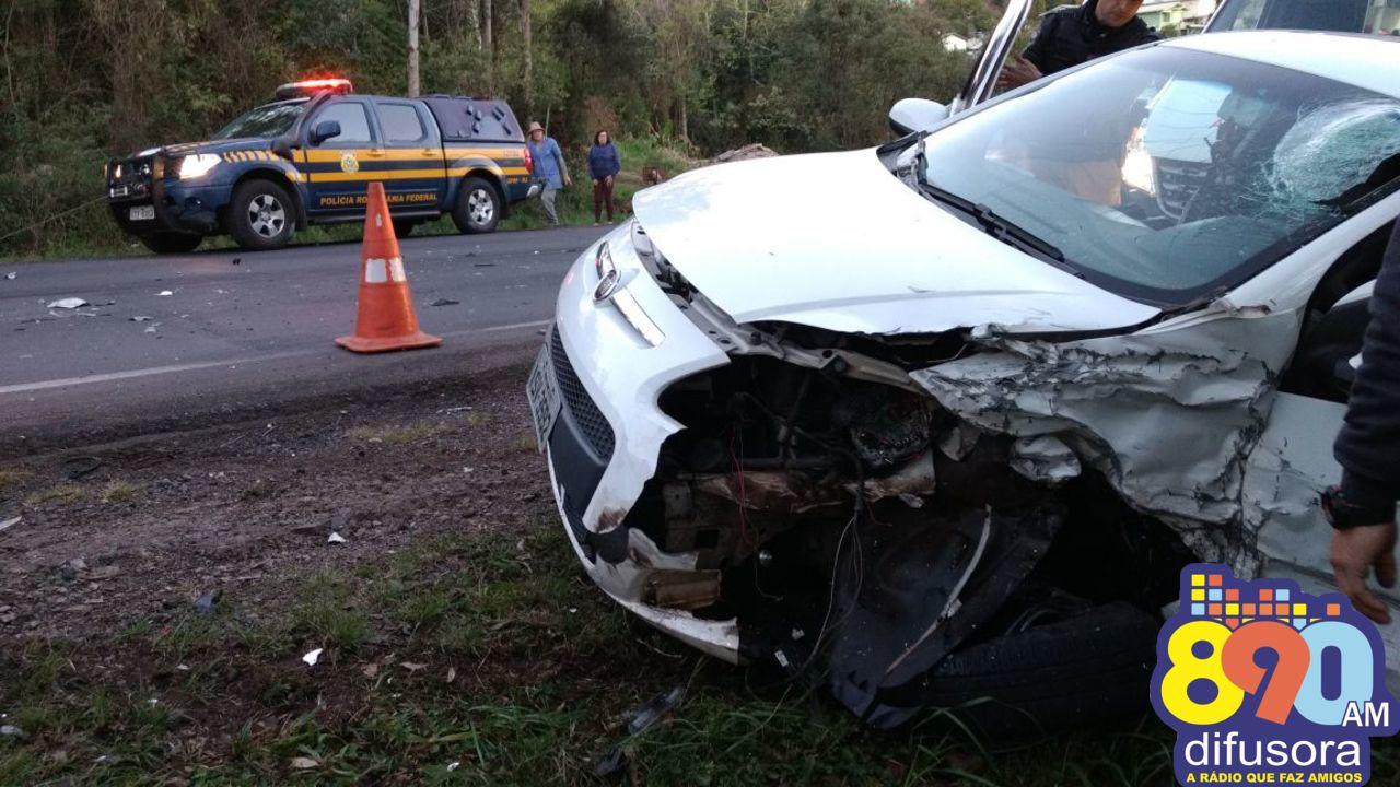 Acidente com quatro veículos deixa dois feridos na BR-470 em Bento