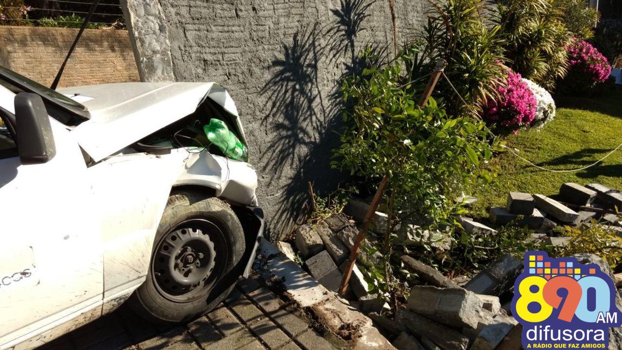 Acidente deixa dois feridos no Borgo em Bento