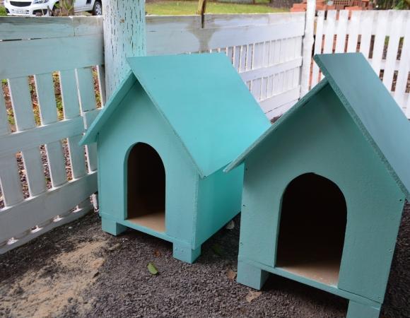 Casinhas de cachorro são entregues à Prefeitura