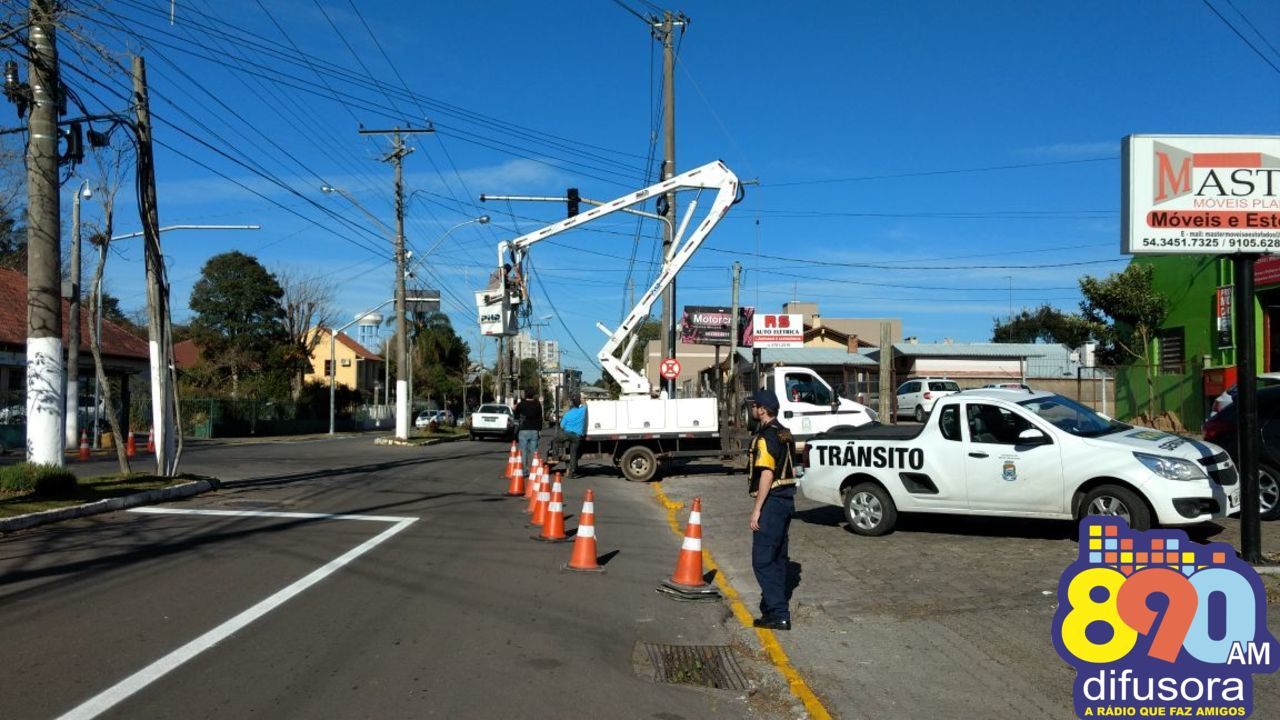 Instalado conjunto de semáforos no São Roque em Bento
