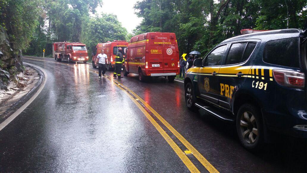 Quatro pessoas ficam feridas após saída de pista na BR-470 em Veranópolis