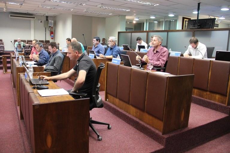 Instituição de taxa para transporte por aplicativo volta a votação na Câmara de Bento