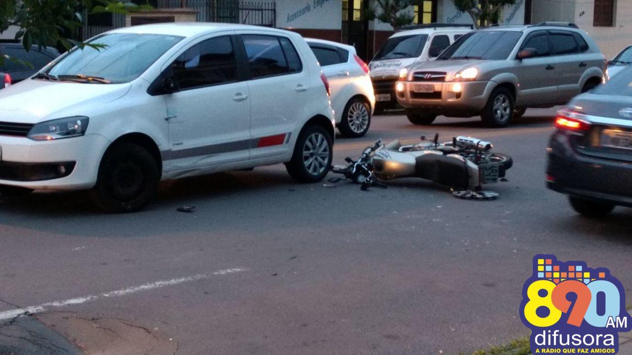 Colisão entre carro e moto deixa dois feridos em Bento