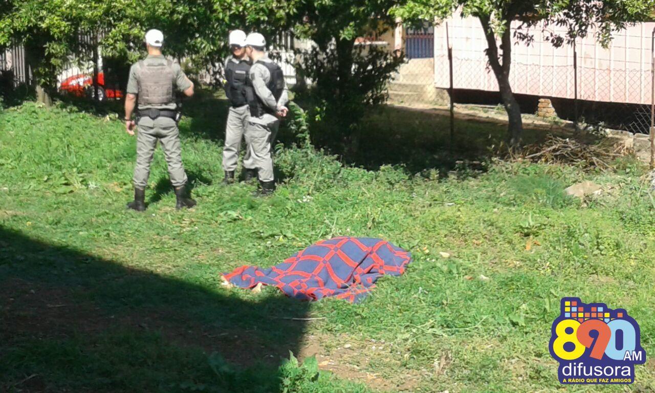 Mulher é encontrada morta em terreno baldio no bairro Juventude em Bento