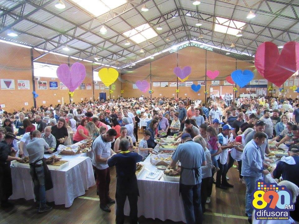 8º Almoço do Abraço em prol da Abraçaí integra comunidade em Bento