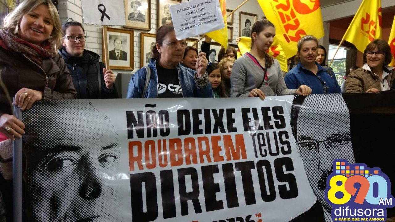 Em greve, Cpers/Sindicato realiza caminhada de protesto e ocupação na 16ª CRE