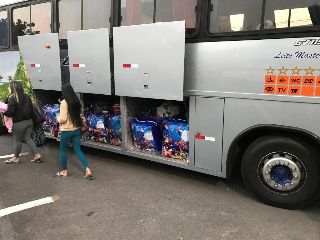 Dois ônibus com mercadorias do Paraguai com destino a Bento, são apreendidos pela fiscalização em Caxias