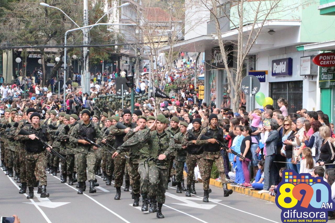 Cerca de 19 mil pessoas participam do Desfile Cívico-Militar em Bento