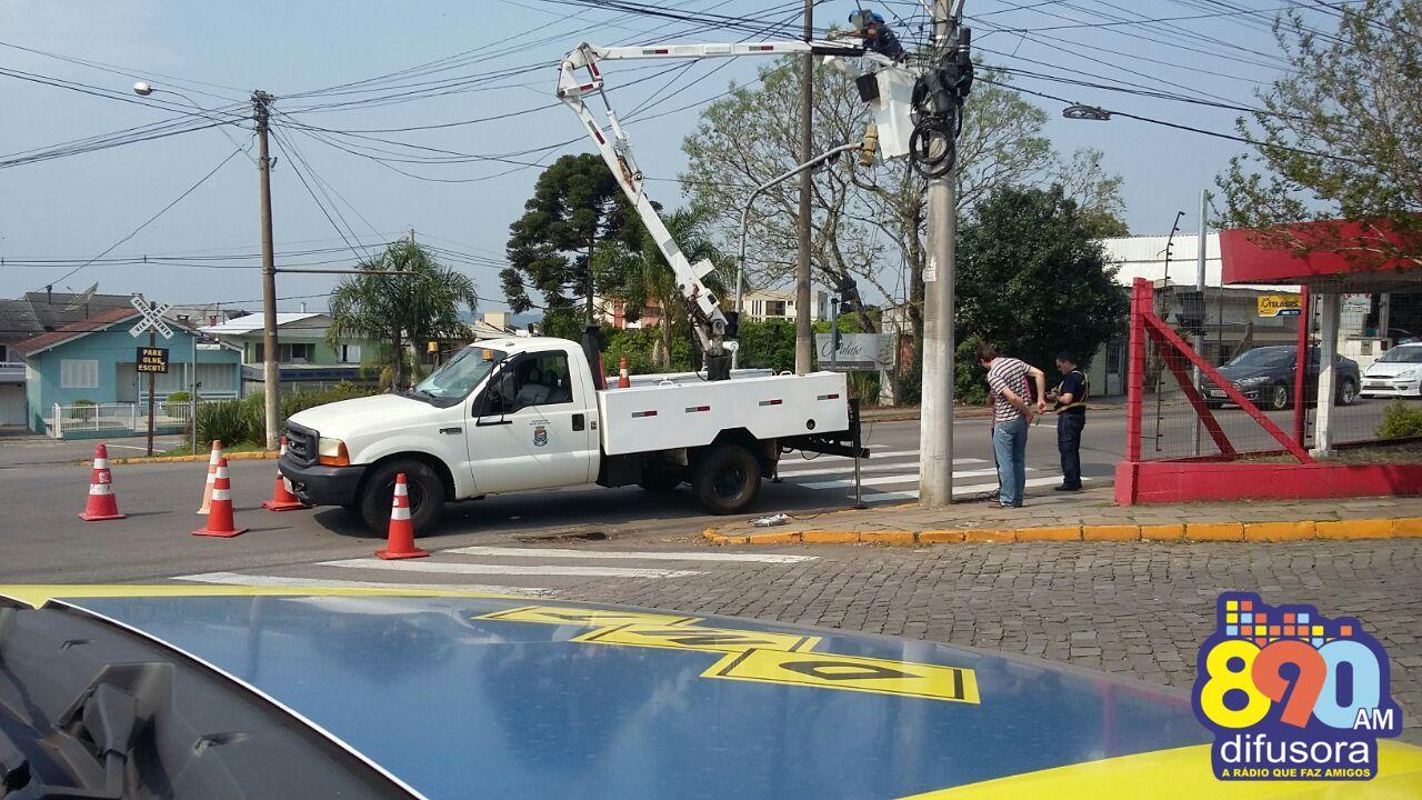 Prefeitura realiza conserto e instalação de novos semáforos no Botafogo em Bento