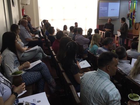 Servidores e vereadores recebem formação na Câmara de Bento