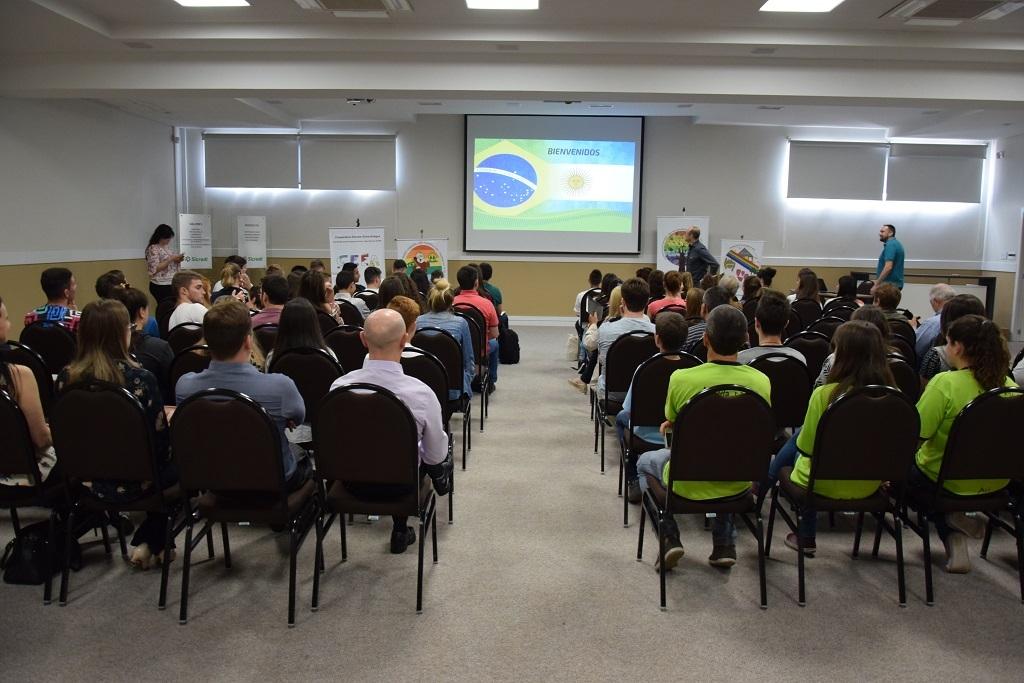 Sicredi Serrana recebe visita de Cooperativas Escolares da Argentina