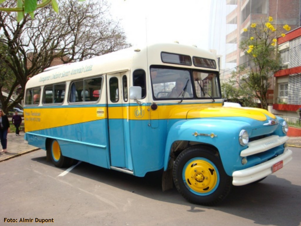 Giordani Turismo promove passeio em ônibus vintage na Serra Gaúcha