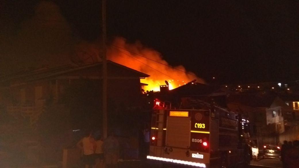 Incêndio destrói residência no Ouro Verde em Bento