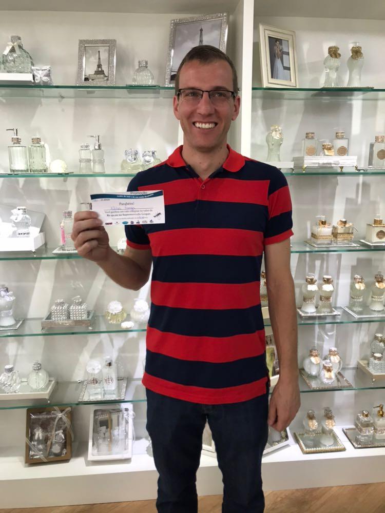 Morador de São Valentim ganha 150 reais em compras na promoção da Farmácia Flor Essência