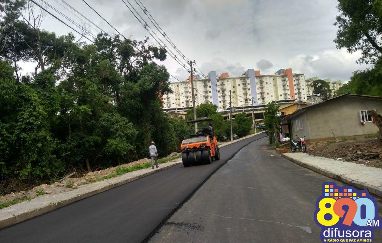 Seguem obras de pavimentação no bairro Nossa Senhora da Saúde em Bento