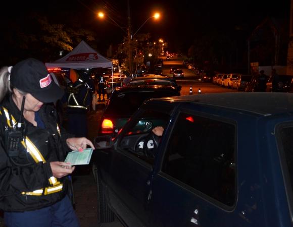 Força Tarefa da Balada Segura autua dez por embriaguez em setembro em Bento