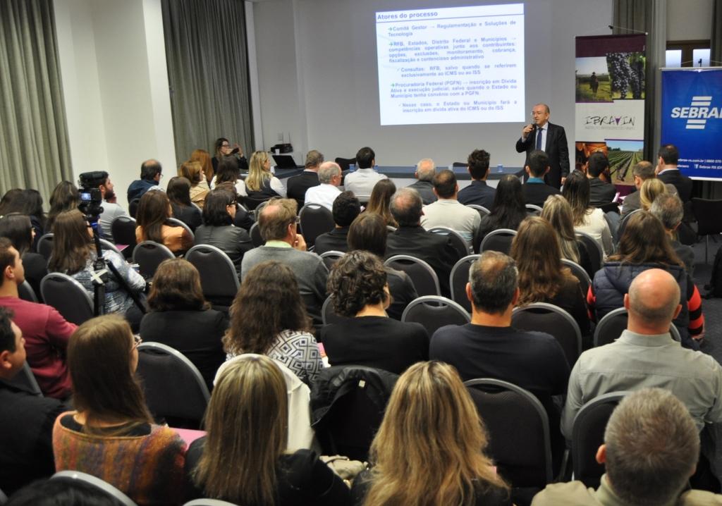 Benefícios da inclusão das vinícolas no Simples Nacional são apresentados em seminário