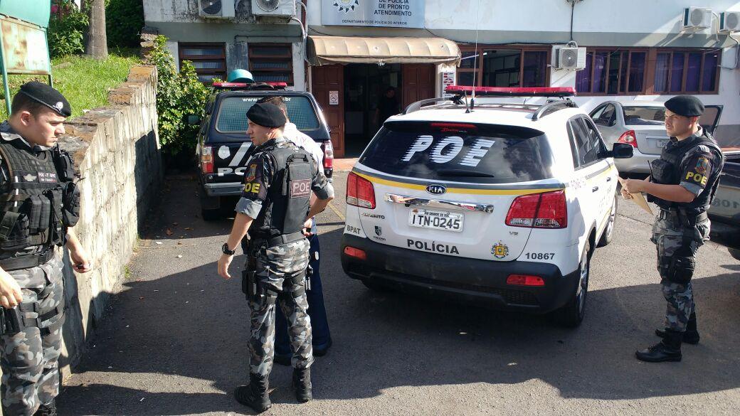 Com mandado de prisão, homem é detido pelo POE no Goretti em Bento
