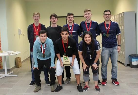 Atletas do Campus Bento recebem homenagem pela primeira colocação nos Jogos dos Institutos Federais