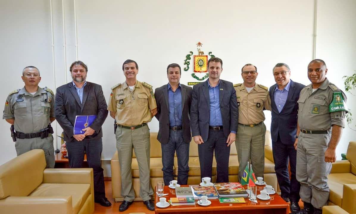 Comitiva de Bento e prefeita de Pelotas são recebidas pelo Comando-Geral da BM
