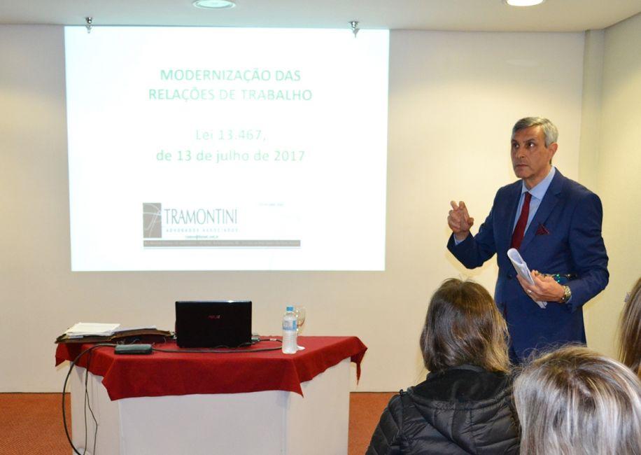 Sindmóveis prepara indústrias associadas para a modernização das leis do trabalho