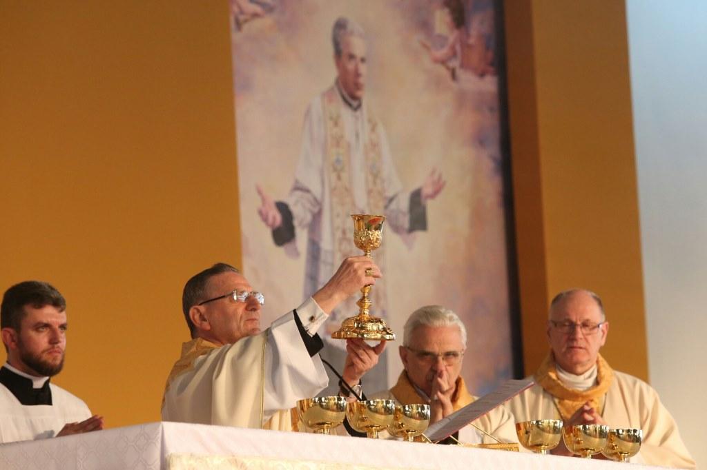 Beatificação do padre João Schiavo atrai milhares de fiéis em Caxias do Sul