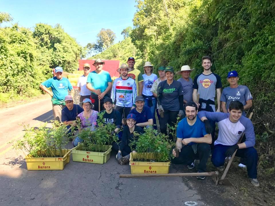 Comunidade de Pinto Bandeira colabora com restauro do Caminho das Rosas