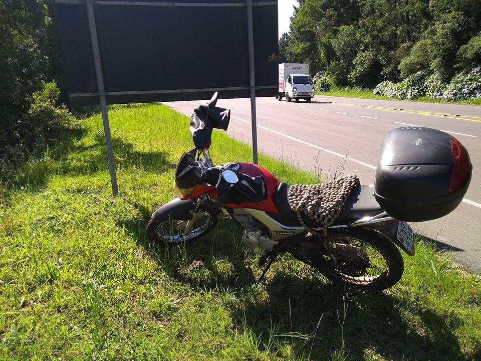 Motociclista fica ferido em acidente na BR 470