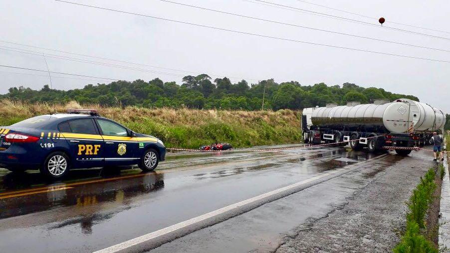 Duas pessoas morrem em acidente envolvendo carreta de Bento na BR 285 em Carazinho