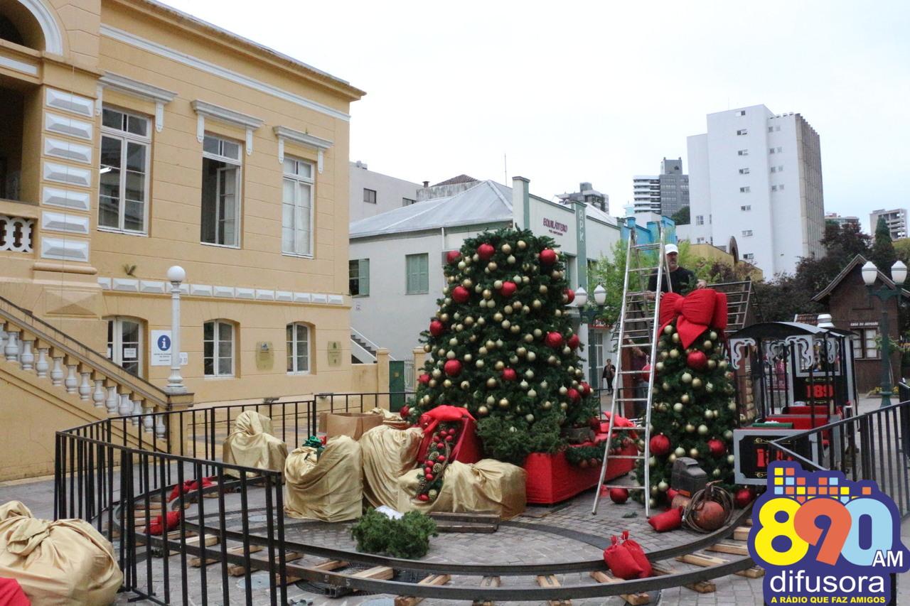 Via Del Vino começa a receber decoração Natalina em Bento