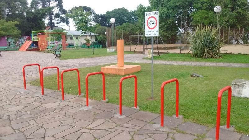 Prefeitura instala bicicletários em praças de Bento
