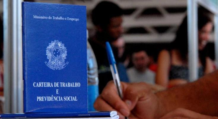 Ministério concede quase 12 mil autorizações de trabalho para estrangeiros no 1º semestre