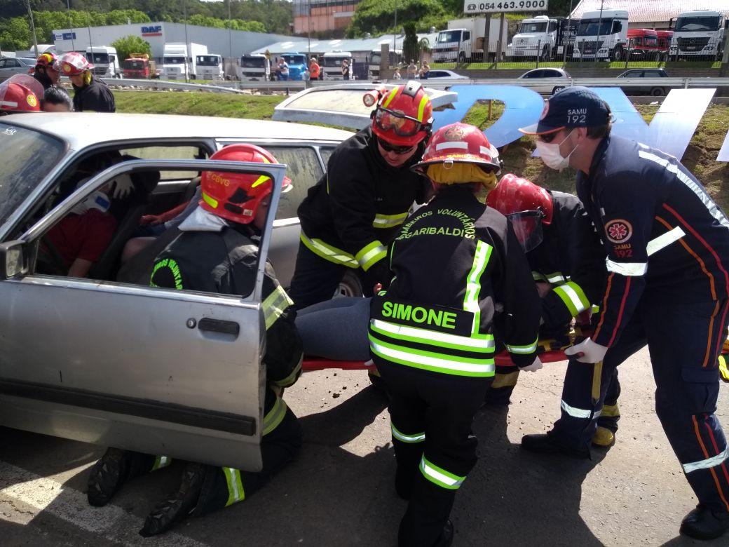 Simulação de acidente é realizada no Trevo da Telasul na BR 470