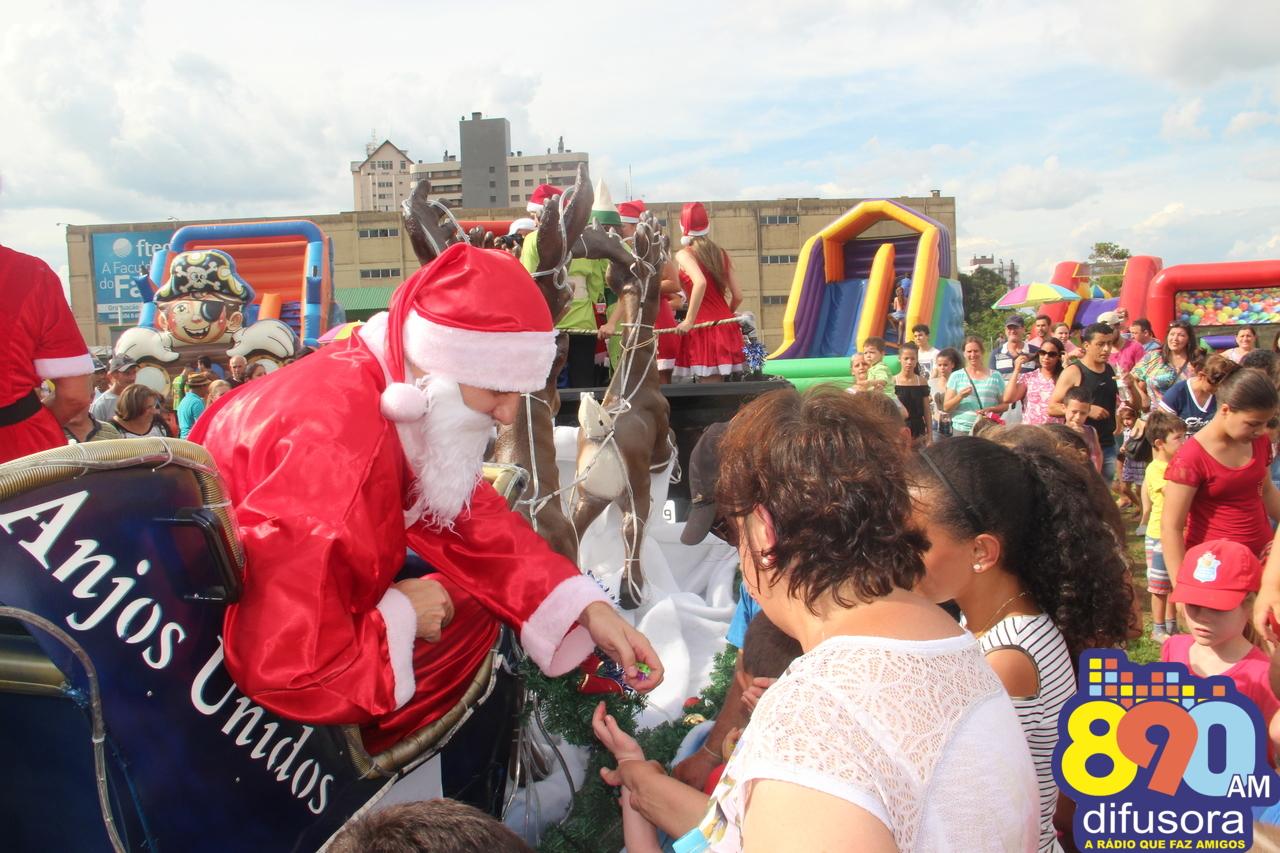 Criançada participa da Chegada do Papai Noel em Bento