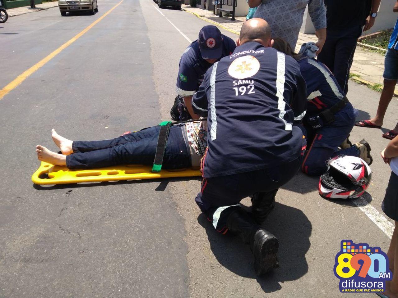 Motociclista fica ferida ao sofrer queda no bairro Progresso em Bento